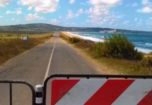 Общински път затворен от кмет заради интереси на офшорка?