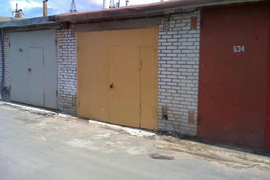 Столичани на бунт: съседи живеят в гаражите си