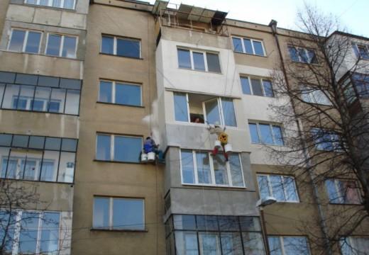 Поправки в закон може да забранят остъкляването на балкони