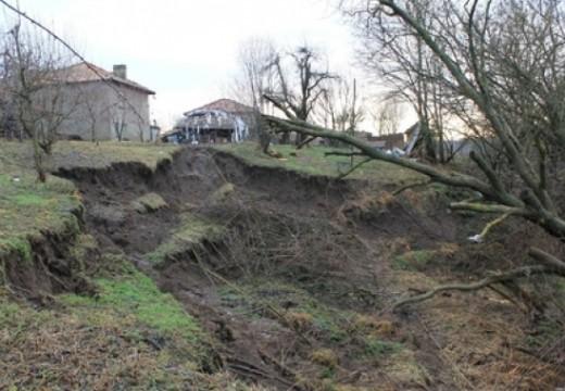 Компенсации за хората от пропадналите къщи в Перник