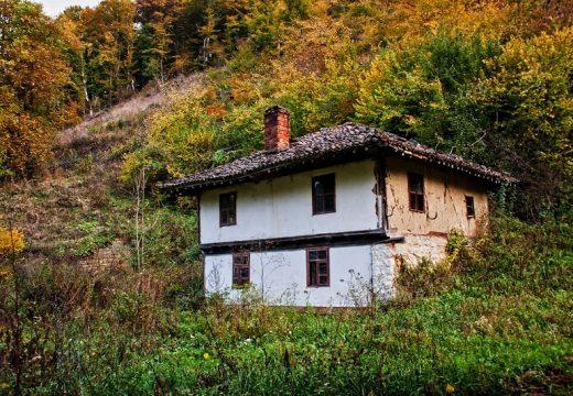 Есента и българските къщи