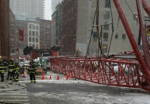 Строителен кран падна в Манхатън
