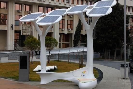 Соларните дървета в Бургас вече работят