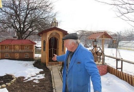 Пенсионер построи църква в двора си