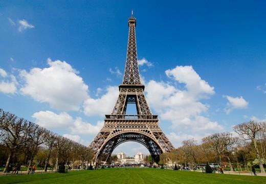 127 години от откриването на Айфеловата кула