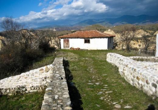 Реставрират църква от 13 век над Мелник