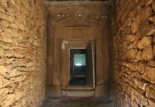 """Започва реставрация на тракийските могили """"Хелвеция"""" и """"Грифони"""" в Казанлък"""