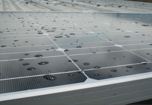 Соларни панели превръщат и дъжда в електричество