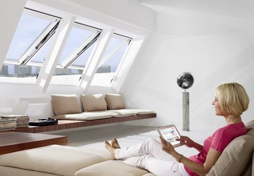 RotoComfort i8 – първият в света електрически покривен прозорец с горна ос на отваряне