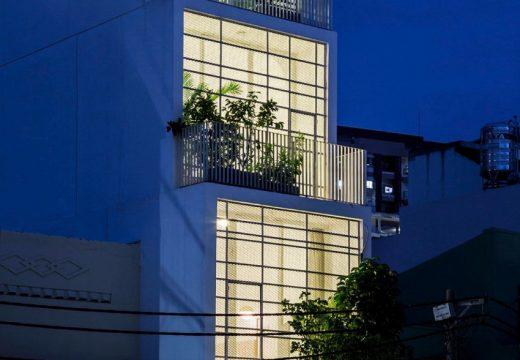 Вертикално построен дом пести място