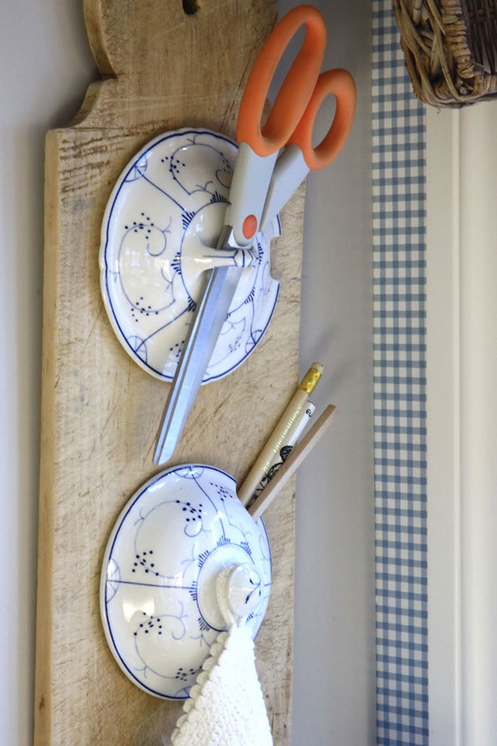 AD-DIY-Repurpose-Old-Kitchen-Stuff-44