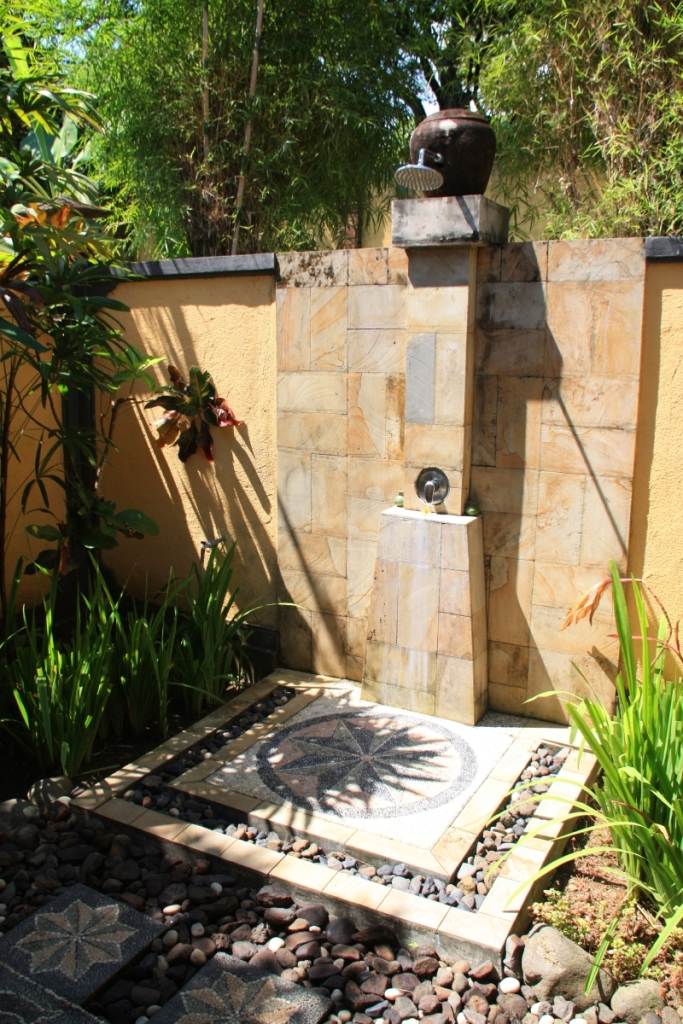 Inspiring-Outside-Shower-Ideas