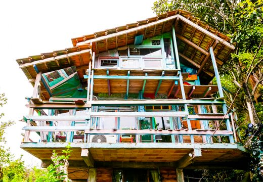 Направете си къща от боклуците на други къщи