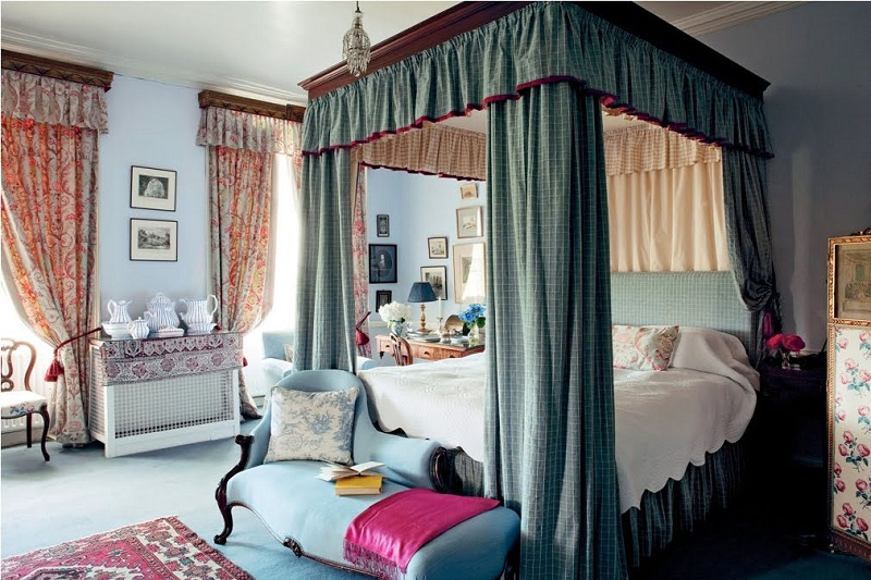 canopy-bed-drapes-color