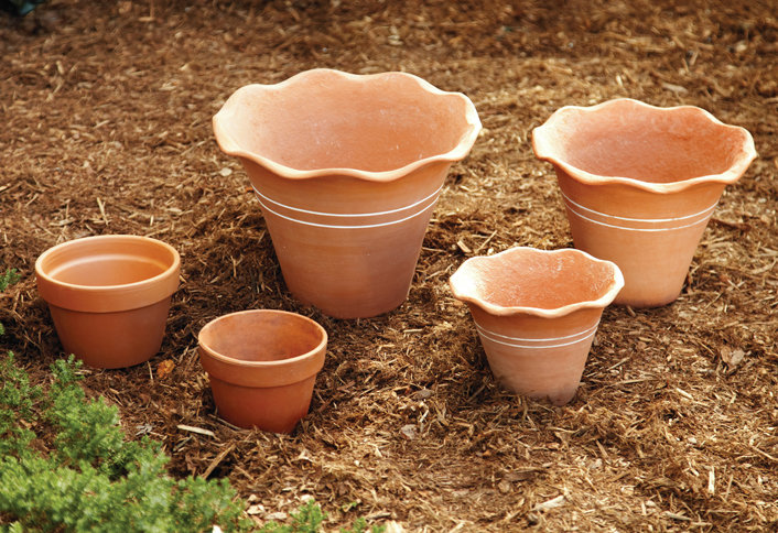 how-to-make-a-terra-cotta-pot-fountain-HT-PG-OD-Step1