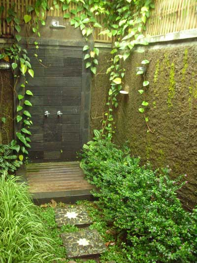 outdoor-shower-munduk-moding-plantation