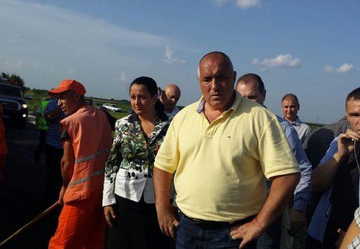 Бойко Борисов и Лиляна Павлова инспектират ремонта на пътища в Разградско