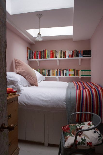 Calamine-Pink-Bedroom_EL_6feb13_pr_b_426x639