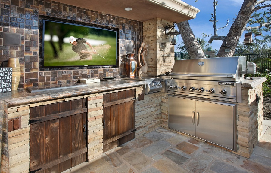 outdoor-kitchen-TV-1