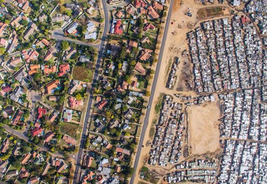Линията между бедни и богати квартали