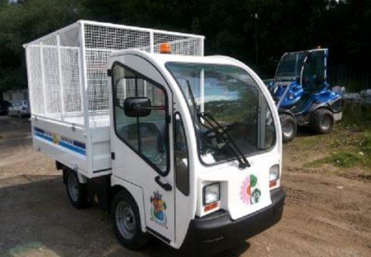 Електрическо камионче поддържа парковете в София