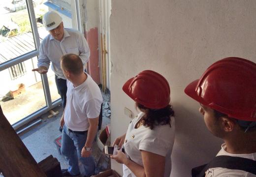 Специалист от Германия контролира проект за саниране на блок в Бургас