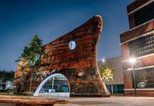 Стар ръждясал кораб се превърна в уникална сграда