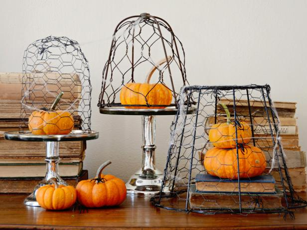 original_Marian-Parsons-Halloween-Chicken-Wire-Cloche-Beauty-wide_s4x3.jpg.rend.hgtvcom.616.462