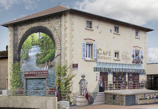 Живописни картини красят фасадите на сгради във Франция