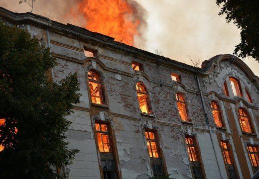 Искат 15 млн. лева от клошаря запалил тютюневите складове