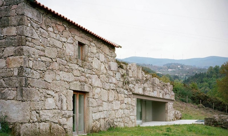 Brandao-Costa-Architects-renovated-home-Melgaco-Portugal-2-1020x610