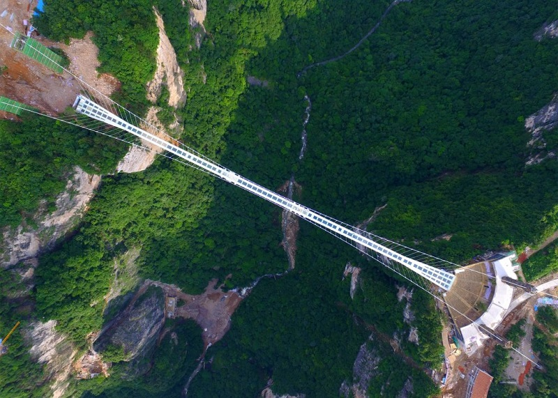 zhangjiajie-grand-canyon-glass-bridge-haim-dotan_dezeen_2364_ss_0-1024x732