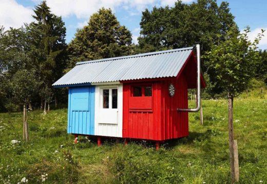 Евтина сглобяема къщичка с идеен дизайн (видео)
