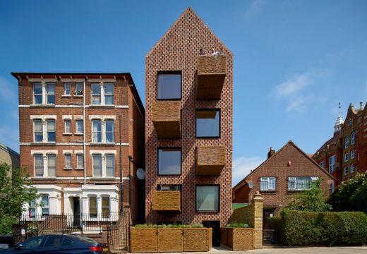 Дървена сграда с плетени балкони е хит в Лондон