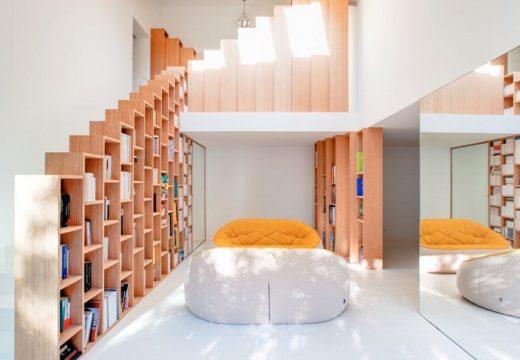 Модерен дом пълен с книги