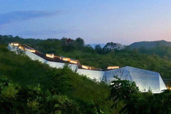 Музей за яйца на динозаври е направен от бамбук и бетон