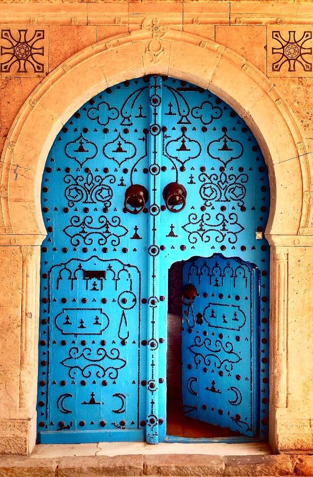 top-20-out-of-this-world-magical-door-designs-homesthetics-7