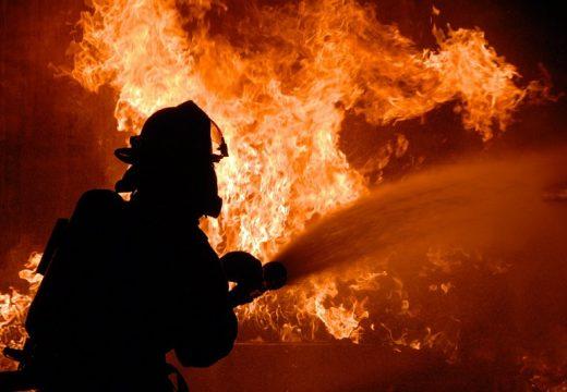 Пожар обхвана къщи в центъра на Силистра