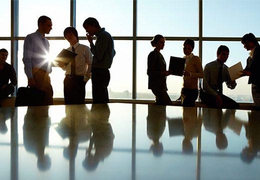 Заетостта на служителите в България се повишава с 4%