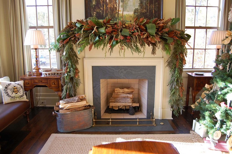 christmas-mantel-decorating-ideas-43-1-kindesign