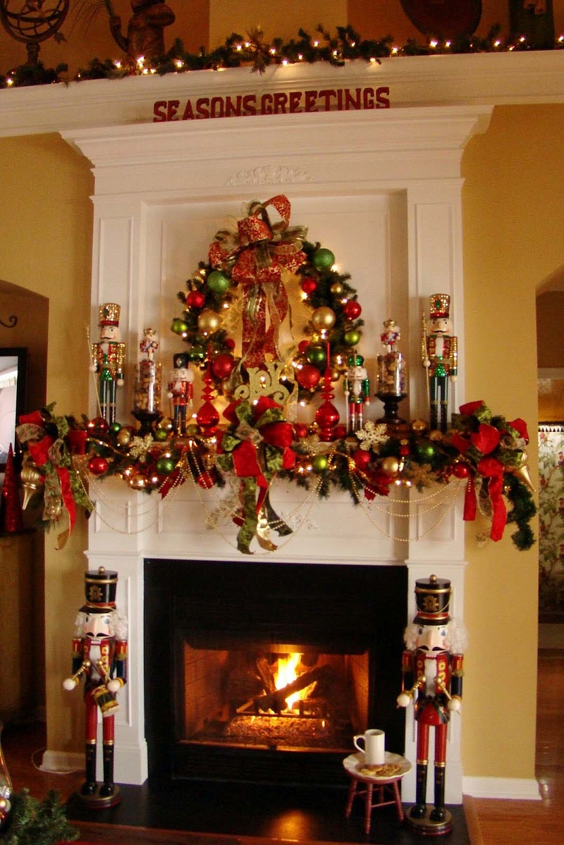 christmas-mantel-decorating-ideas-48-1-kindesign