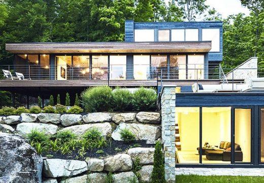 Интересна къща си играе с природата