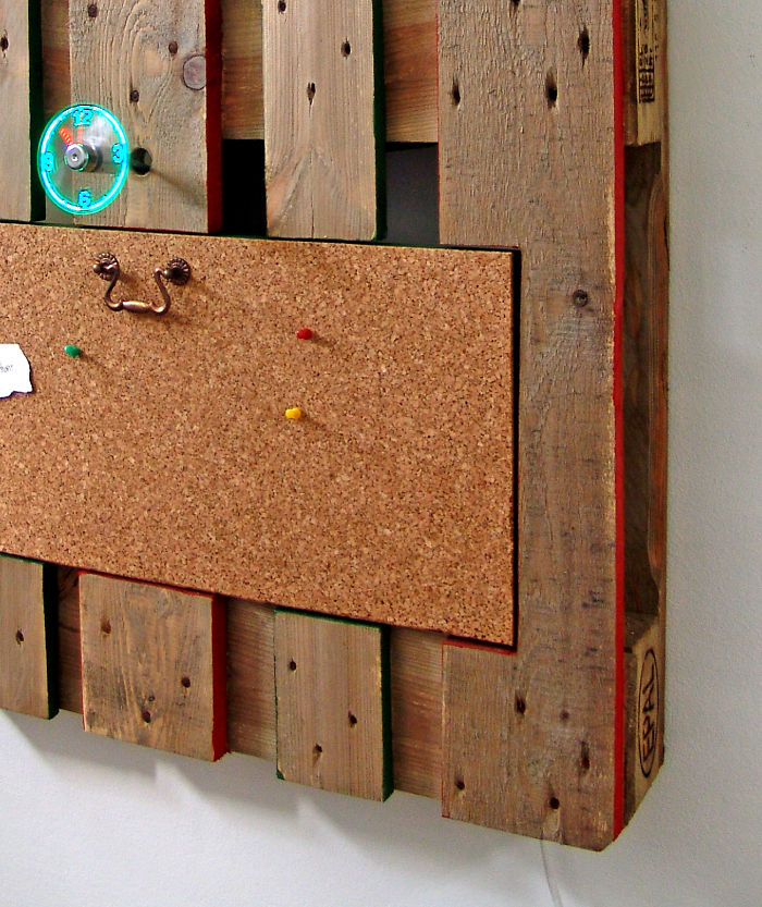 I-transformed-Pallets-into-a-functional-wall-decoration-586e1756572b9__700