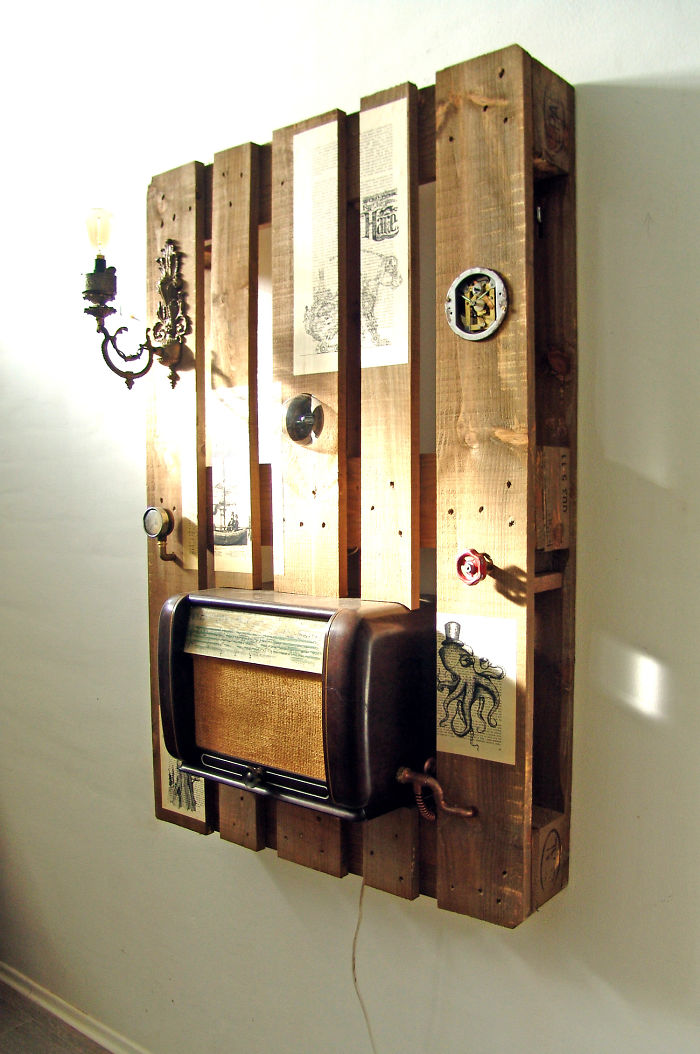 I-transformed-Pallets-into-a-functional-wall-decoration-586e183784ee4__700