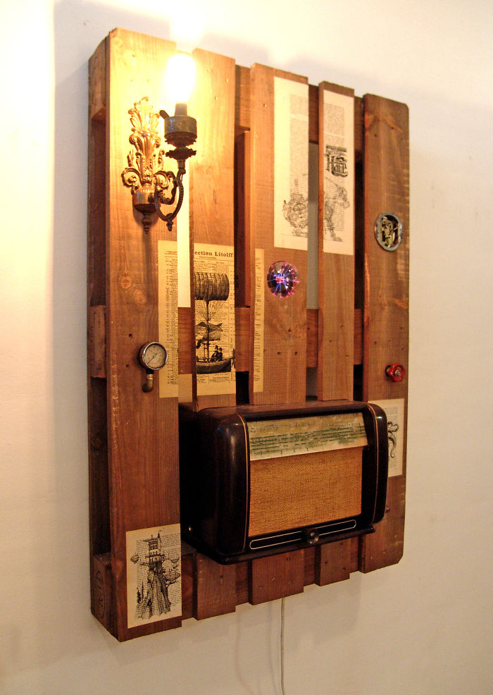 I-transformed-Pallets-into-a-functional-wall-decoration-586e184e7a2b8__700
