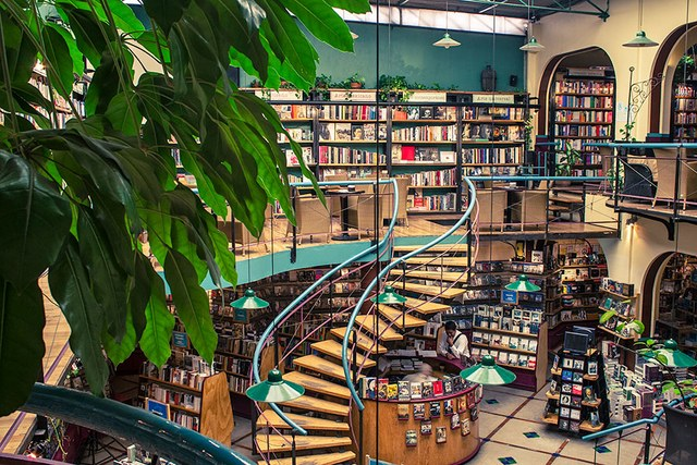 dam-images-travel-2015-bookstores-most-beautiful-bookstores-around-the-world-12