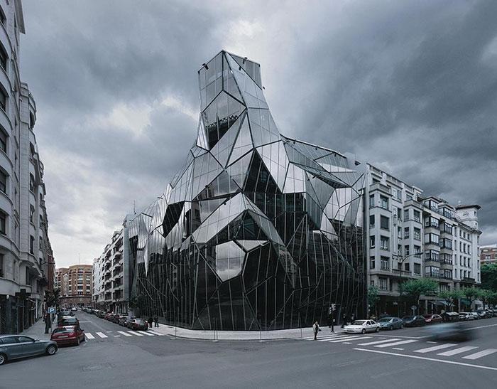 evil-buildings-116-586a24a012139__700