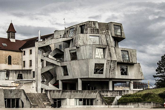 evil-buildings-58-586632a0ed3d4__700