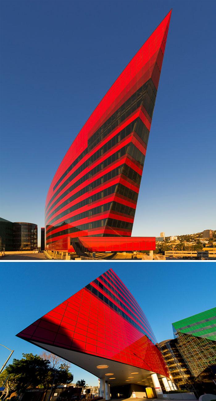 evil-buildings-79-586a2c8067847__700