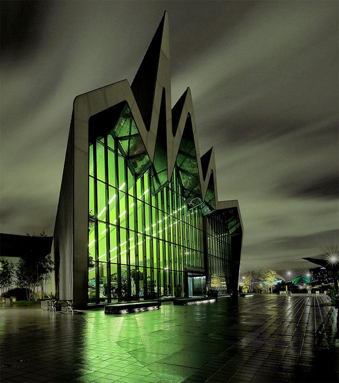 evil-buildings-90-586a549e53395__700
